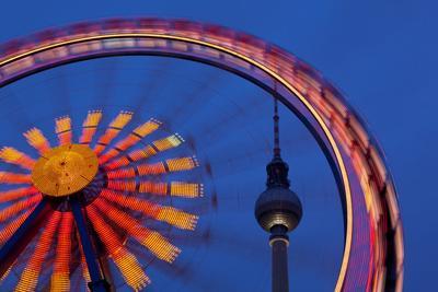 https://imgc.artprintimages.com/img/print/germany-berlin-alexanderplatz-christmas-market-ferris-wheel-evening_u-l-q11vudd0.jpg?p=0