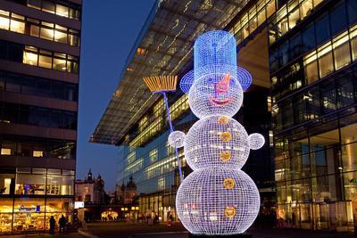 https://imgc.artprintimages.com/img/print/germany-berlin-kudamm-neues-kranzlereck-christmas-decoration-snowman-evening_u-l-q11vux40.jpg?p=0