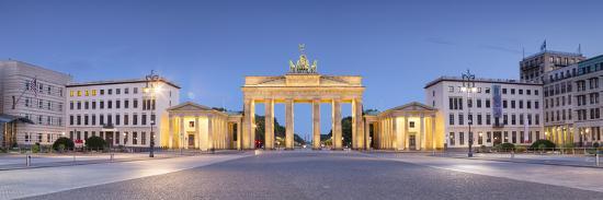 Germany, Deutschland. Berlin. Berlin Mitte. Brandenburg Gate, Brandenburger Tor-Francesco Iacobelli-Photographic Print