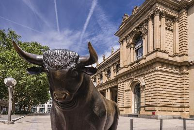 Germany, Hessen, Frankfurt Am Main, Exchange Place, Bull Sculpture with Frankfurter Wertpapierbšrse-Udo Siebig-Photographic Print