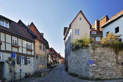 Germany, Saxony-Anhalt, Quedlinburg, Historical Old Town, Narrow Alley with Half-Timbered Houses-Andreas Vitting-Photographic Print