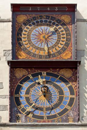 https://imgc.artprintimages.com/img/print/germany-saxony-g-rlitz-city-hall-clock-of-scultetus_u-l-q11xoyc0.jpg?p=0