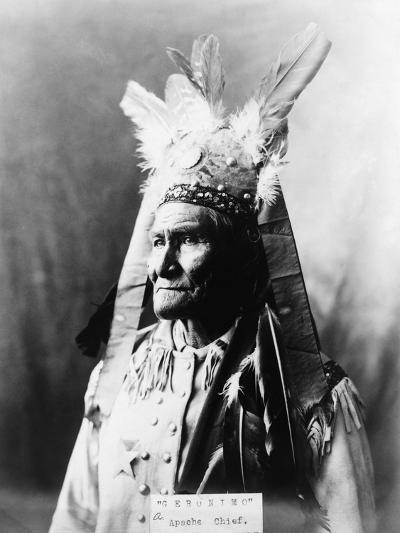 Geronimo (1829-1909)-Warren Mack Oliver-Photographic Print
