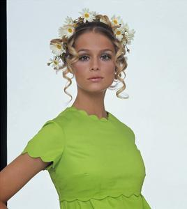 Vogue - January 1968 - Lauren Hutton with Daisies in her Hair by Gianni Penati