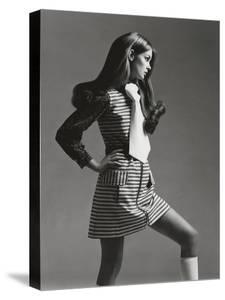 Vogue - March 1969 - Jean Shrimpton in Mini by Gianni Penati
