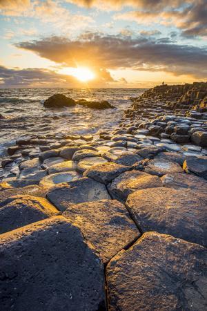 https://imgc.artprintimages.com/img/print/giant-s-causeway-county-antrim-ulster-region-northern-ireland-united-kingdom-iconic-basalt-co_u-l-q1bqc730.jpg?p=0