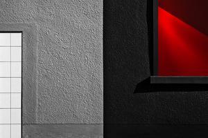 vitrina red black by Gilbert Claes