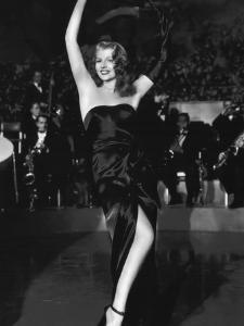 GILDA, 1946 directed by CHARLES VIDOR Rita Hayworth (b/w photo)