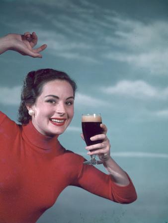 https://imgc.artprintimages.com/img/print/girl-and-guinness-1950s_u-l-q1089j60.jpg?p=0
