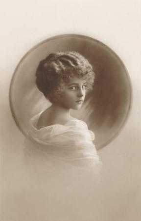 Girl with Marcelled Hair in Cameo