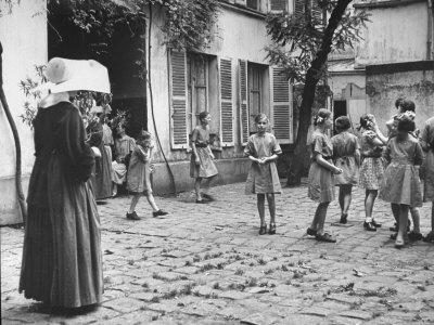 https://imgc.artprintimages.com/img/print/girls-gathering-in-the-courtyard-of-the-mission-nuns-nearby_u-l-p753go0.jpg?p=0