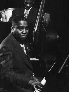 Esquire Jam Session: Art Tatum on Piano by Gjon Mili