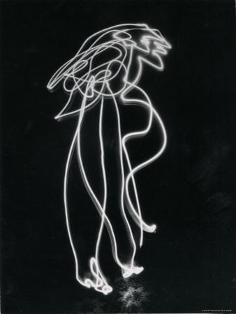 Light Drawing of Figure by Pablo Picasso Using Flashlight