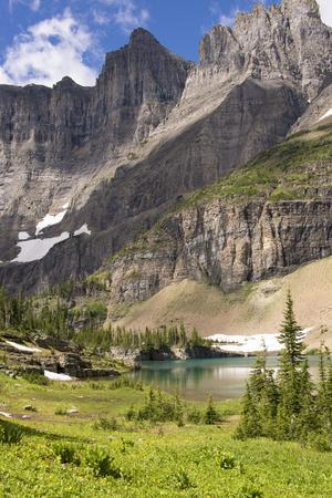 https://imgc.artprintimages.com/img/print/glacier-np-ptarmigan-wall-alpine-lake-along-iceberg-lake-trail_u-l-pypfvy0.jpg?p=0