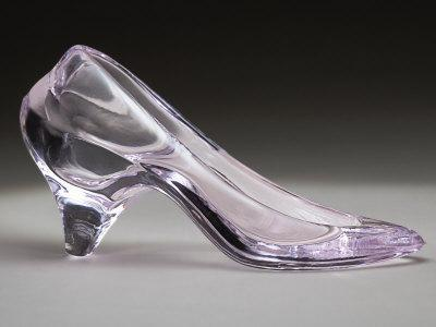 https://imgc.artprintimages.com/img/print/glass-slipper_u-l-p3hoyj0.jpg?p=0