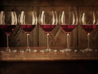 https://imgc.artprintimages.com/img/print/glasses-of-red-wine-in-a-row_u-l-pzrzra0.jpg?p=0