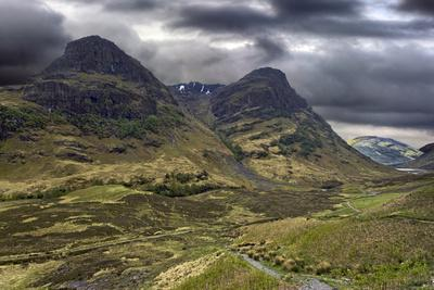https://imgc.artprintimages.com/img/print/glencoe-mountains-on-a-stormy-day-scotland_u-l-q104apr0.jpg?p=0