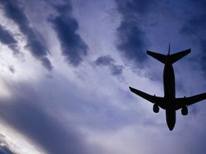Boeing 737 on Landing Approach to Tullamarine Airport, Melbourne, Australia by Glenn Beanland