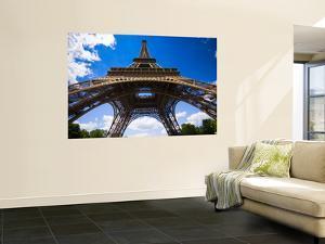 Eiffel Tower by Glenn Beanland