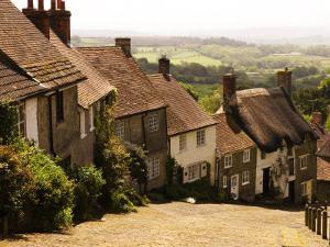 Houses on Gold Hill, Shaftesbury, United Kingdom by Glenn Beanland