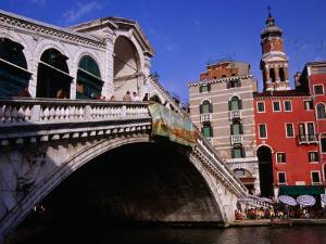 Ponte Rialto (Rialto Bridge) Over River Venice, Italy by Glenn Beanland