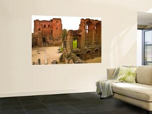 Ruins of Kenilworth Castle by Glenn Beanland