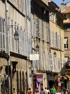 Shoppers on Rue D'Italie in Aix-En-Provence by Glenn Beanland