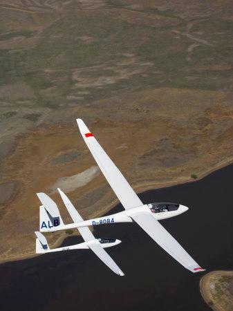 https://imgc.artprintimages.com/img/print/gliders-racing-near-omarama-south-island-new-zealand_u-l-p3votz0.jpg?p=0