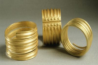 https://imgc.artprintimages.com/img/print/gold-bracelets-from-metal-age-from-hinova-treasure-romania_u-l-pox7q50.jpg?p=0