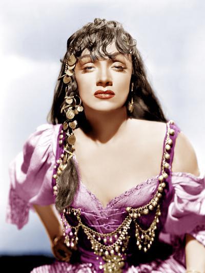 GOLDEN EARRINGS, Marlene Dietrich, 1947--Photo