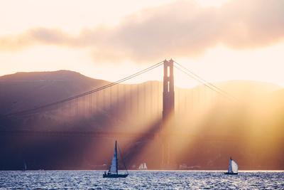 https://imgc.artprintimages.com/img/print/golden-light-beams-and-boats-beautiful-golden-gate-bridge-san-francisco-bay_u-l-q12yy3t0.jpg?p=0