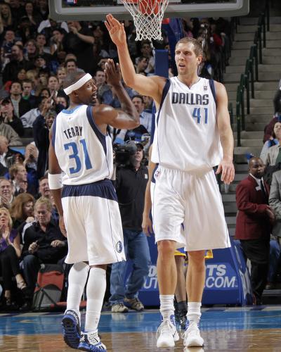 Golden State Warriors v Dallas Mavericks: Dirk Nowitzki and Jason Terry-Glenn James-Photo