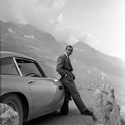 https://imgc.artprintimages.com/img/print/goldfinger-by-guy-hamilton-with-sean-connery-james-bond-007-1964-b-w-photo_u-l-q1c2lie0.jpg?p=0