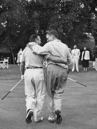 https://imgc.artprintimages.com/img/print/golf-players-walking-together-at-cherry-hills-golf-tournament_u-l-pedhkd0.jpg?p=0