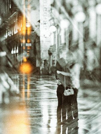 golie-miamee-romance-in-the-rain
