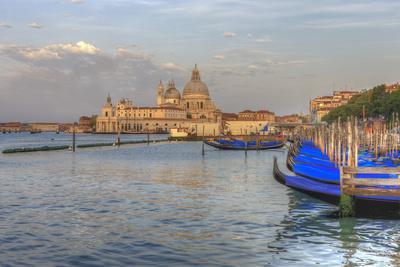 https://imgc.artprintimages.com/img/print/gondola-lineup-in-front-of-church-of-san-giorgio-maggiore-venice-italy_u-l-q13cdkh0.jpg?p=0