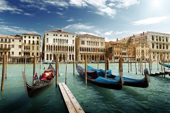 gondolas-on-pier-venice-italy