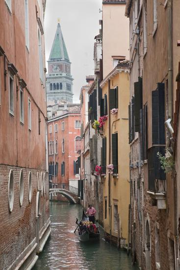 Gondoliers in Back Canal of Venice, Italy-Terry Eggers-Photographic Print