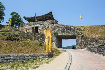 https://imgc.artprintimages.com/img/print/gongsanseong-castle-gongju-south-chungcheong-province-south-korea_u-l-q12t5l60.jpg?p=0