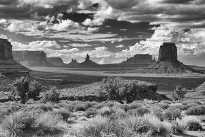 Monument Valley 15 by Gordon Semmens