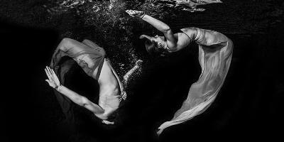 Grace Underwater-Ken Kiefer-Photographic Print