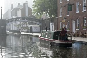 Gas Street Basin, Birmingham Canal Navigations (BCN), Birmingham, West Midlands, England, United Ki by Graham Lawrence