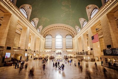https://imgc.artprintimages.com/img/print/grand-central-station-and-terminal-busy-people-manhattan-new-york-usa_u-l-q1ew7940.jpg?p=0