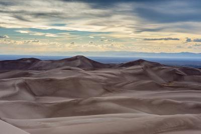 https://imgc.artprintimages.com/img/print/great-sand-dunes-national-park-and-sangre-cristo-mountains-colorado_u-l-pyr4il0.jpg?p=0