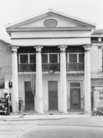 https://imgc.artprintimages.com/img/print/greek-revival-architecture-in-new-orleans-louisiana-1935_u-l-q1byc9e0.jpg?p=0