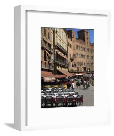 Street Scene of Cafes on the Piazza Del Campo in Siena, UNESCO World Heritage Site, Tuscany, Italy