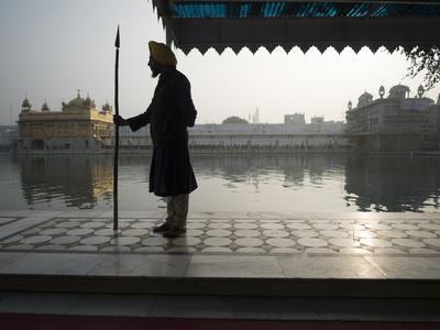 https://imgc.artprintimages.com/img/print/guards-at-golden-temple-in-amritsar-punjab-india_u-l-q13bmdj0.jpg?p=0
