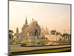 Wat Rong Khun At Chiang Rai, Thailand by gururugu