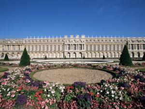 Parterre Du Midi and the Chateau of Versailles, Unesco World Heritage Site, Ile De France, France by Guy Thouvenin