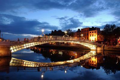 https://imgc.artprintimages.com/img/print/ha-penny-bridge-over-the-river-liffey-in-dublin-ireland_u-l-pswfqw0.jpg?p=0